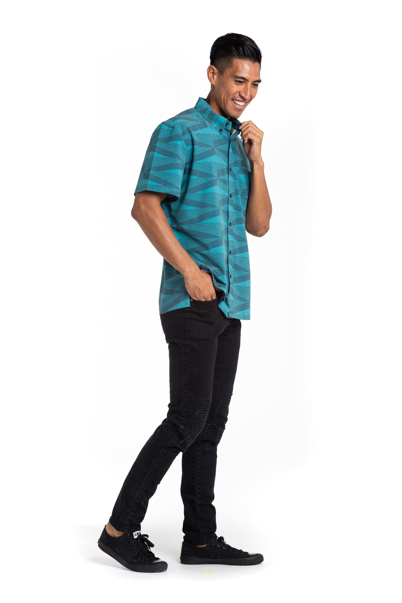 Male model wearing Mahalo Nui Shirt - Side View