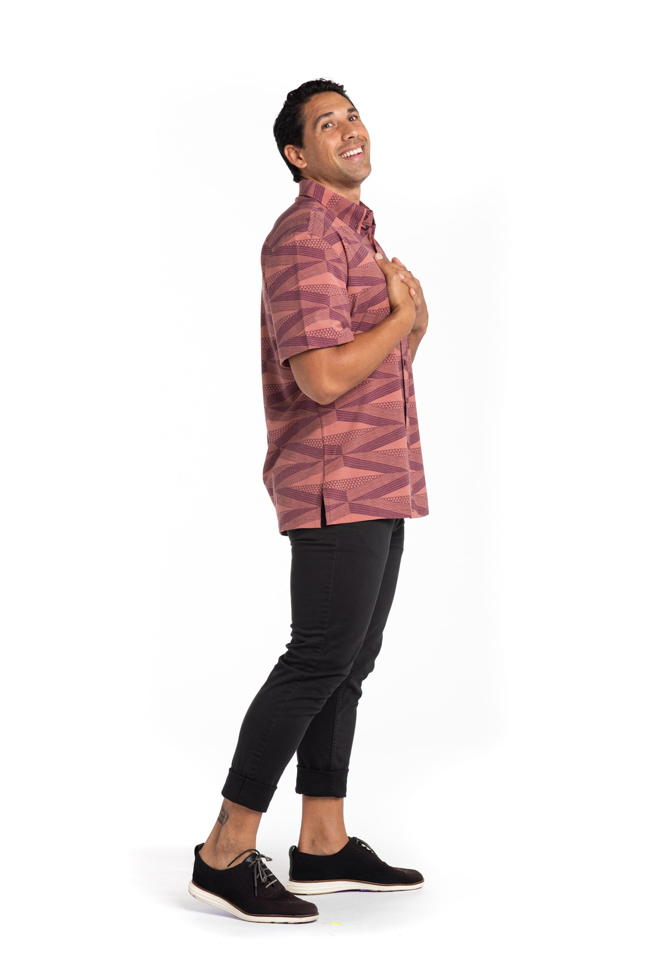 Male Model wearing Mahalo Nui Shirt in Copper - Side View