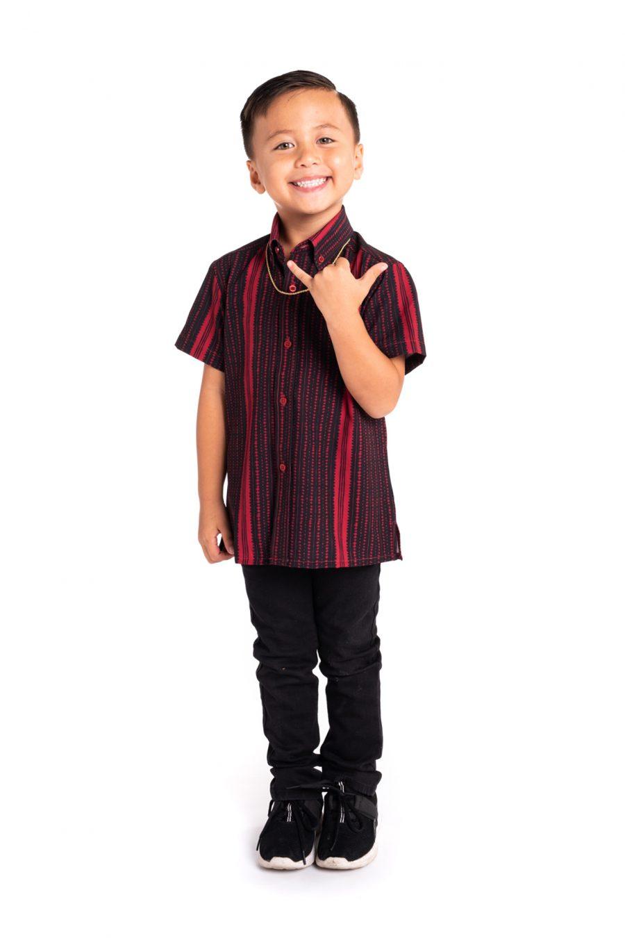Boy wearing Keki Mahalo Shirt S-S in Jet Black/Brick Red Hoonionio