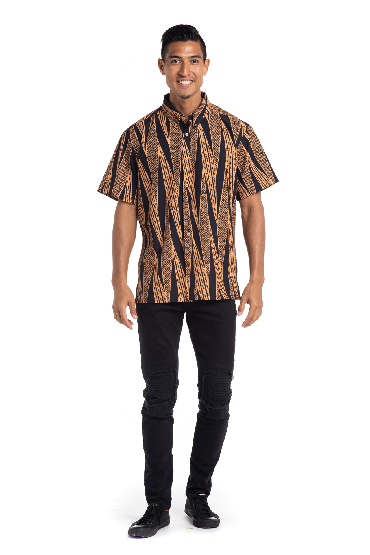 Male model wearing Mahalo Shirt S-S in Deep Well/Buck Skin Kialoa