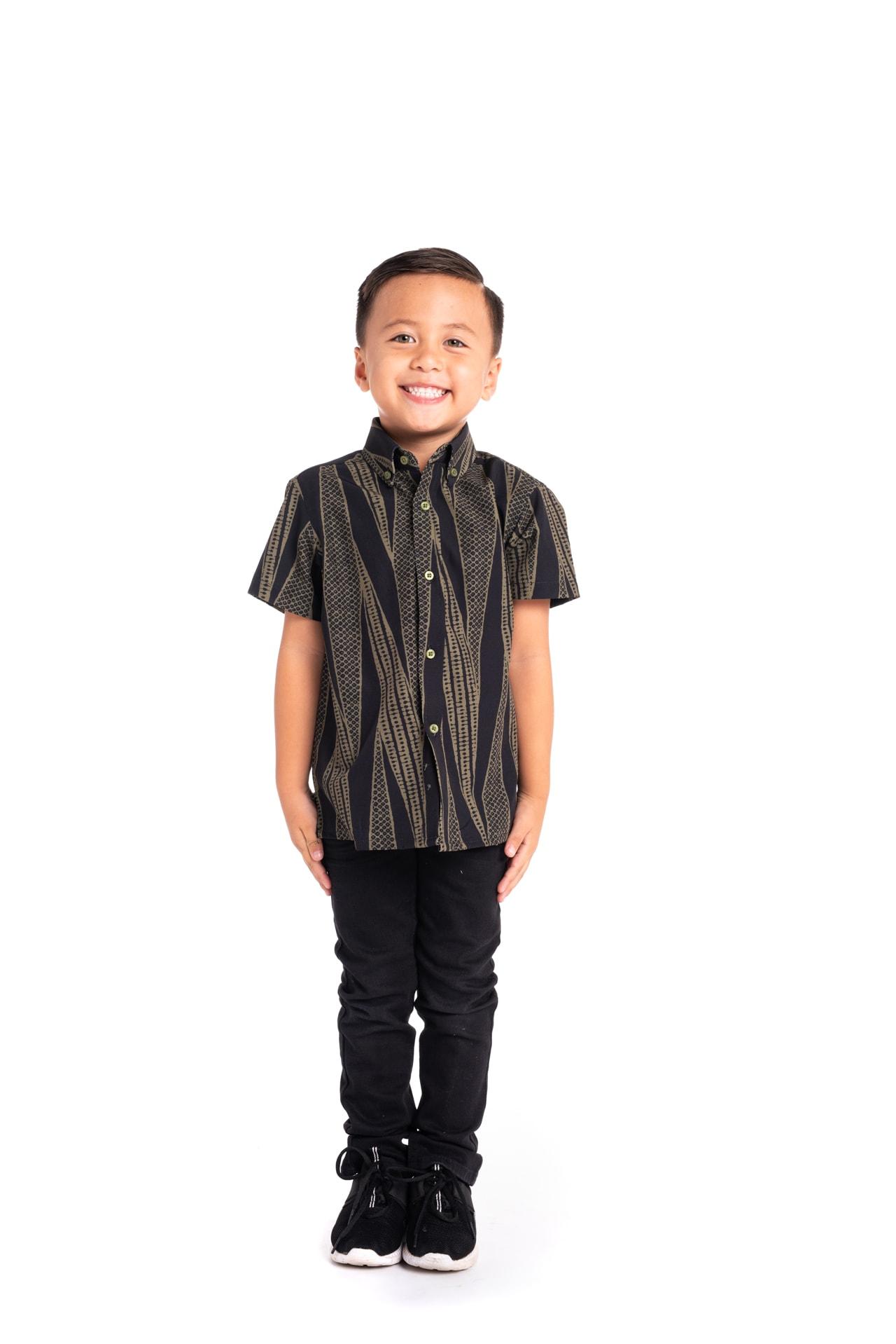 Boy wearing Keiki Mahalo Shirt in Kialoa