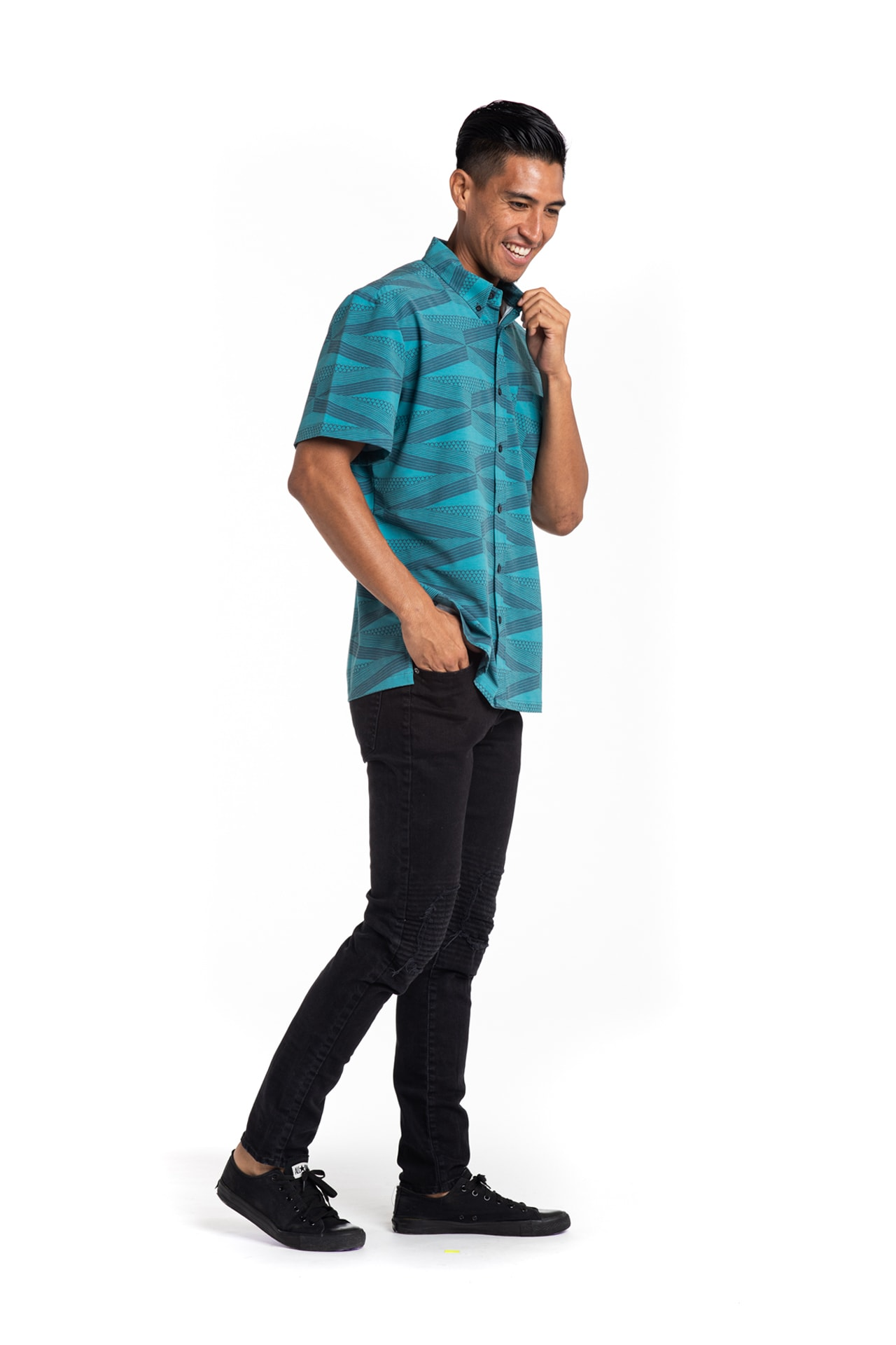 Male model wearing Mahalo Nui Shirt in Atlantic Blue - Side View