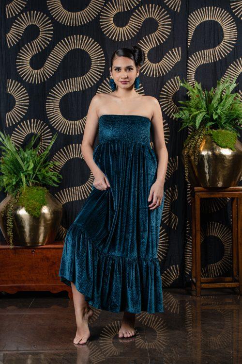 Model wearing Linolino
