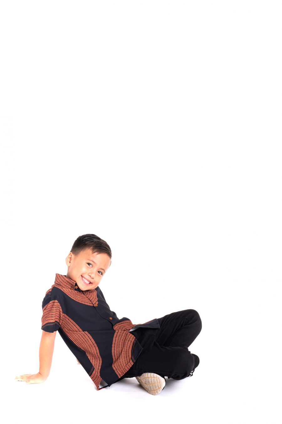 Boy wearing Keiki Mahalo Shirt in Poai - Side View
