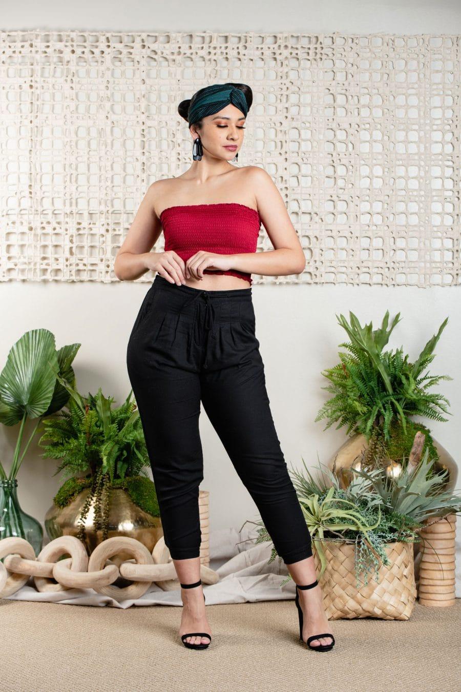 Model wearing BANDEAU