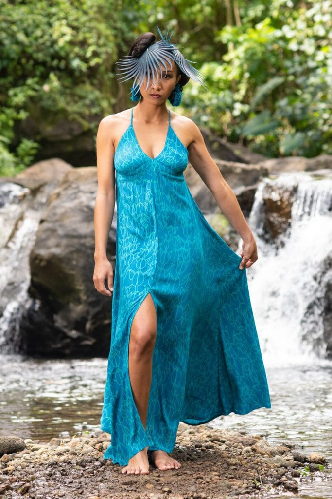 Model wearing WELOLANI-DRESS in Blue Grass/Prov. Blue in Kapualiko - Front View