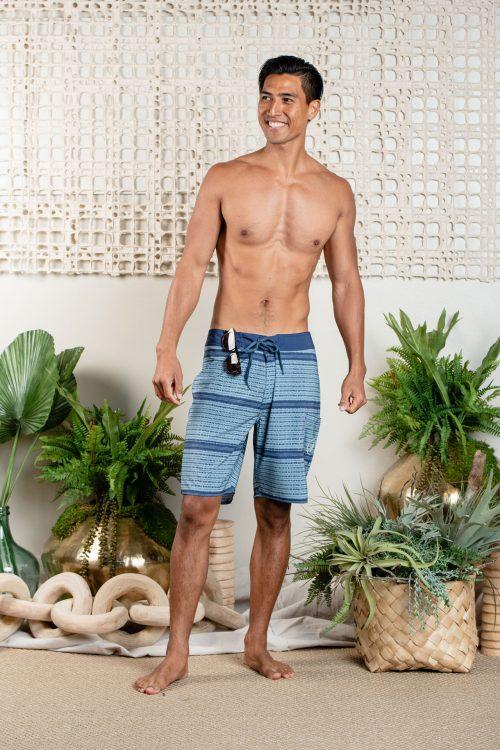 Male model wearing 4-Way Stretch in PB/Winter Blue Ho' Oni' Oni' O