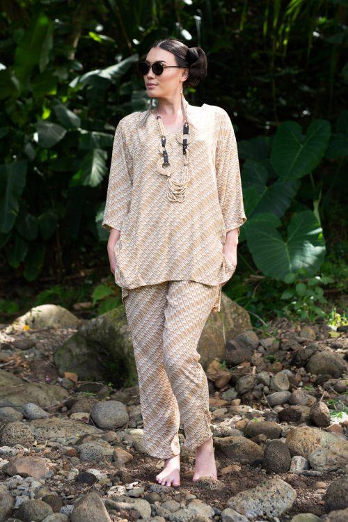 Model wearing KAHAKU TOP in Tannin/Moonbeam Hulu Nene - Front View