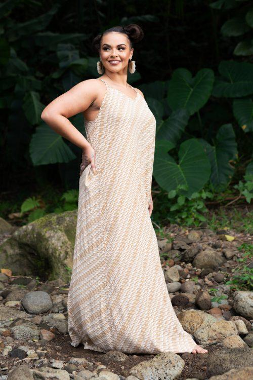 Model wearing Lanihau in Tannin/Moonbeam Hulu Nene - Front View