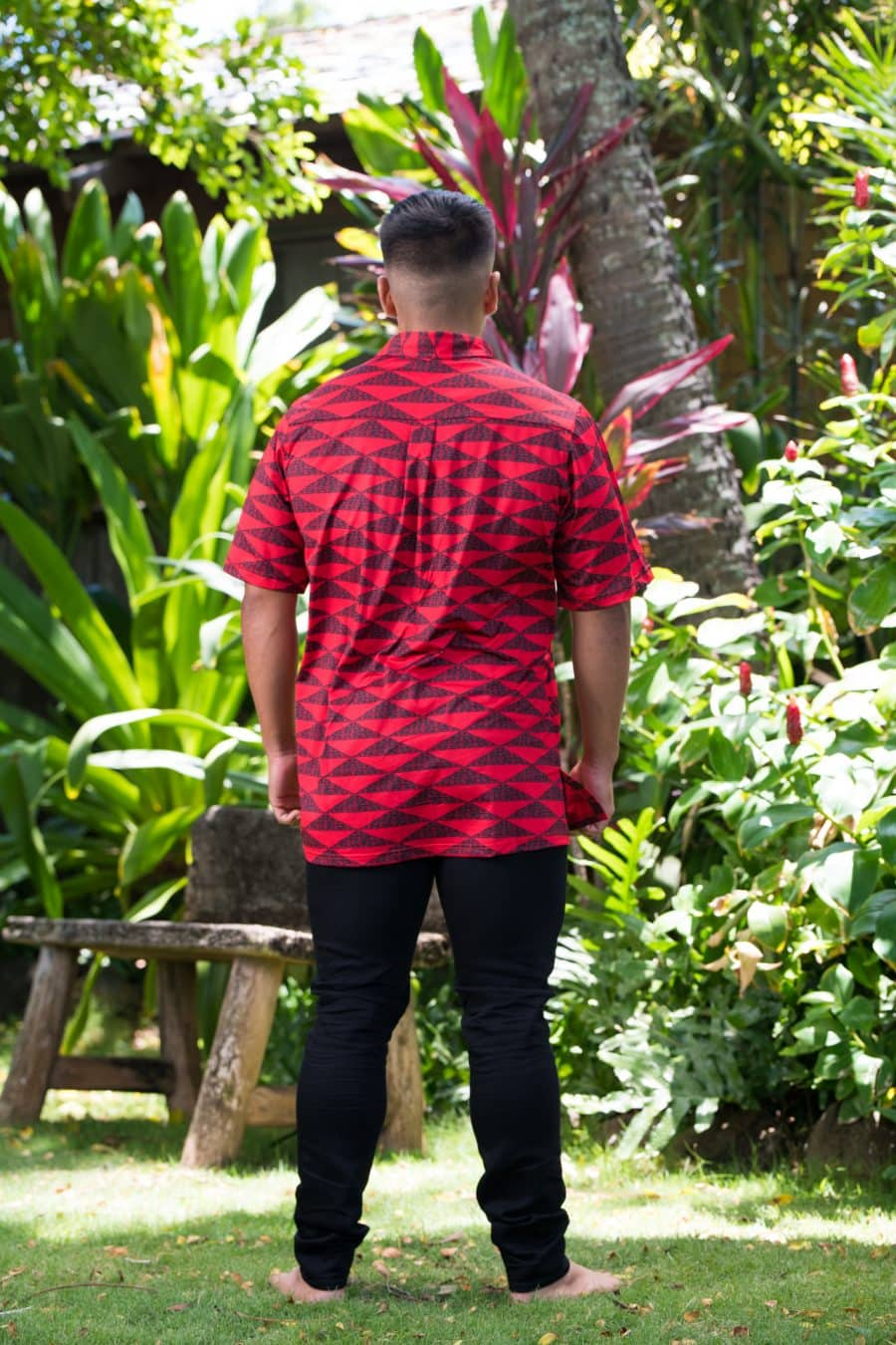 Male model wearing Golf Aloha Button in Chinese Red Black Mauna Pattern - Back View