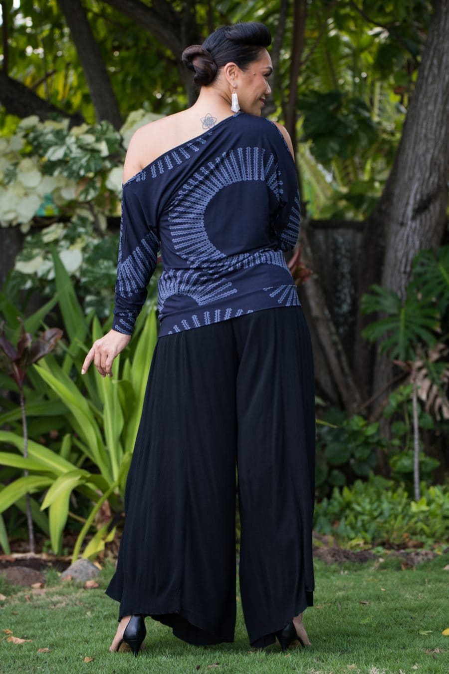 Model wearing Kipoohiwi Top in Deep Well Folkstone Grey Lalani Kalalea Pattern - Back View