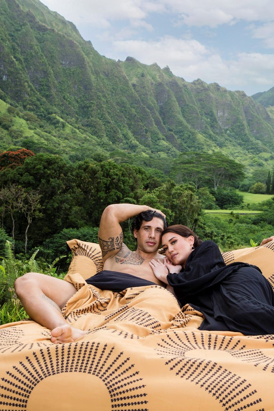 Two models on Manaola Duvet Queen Set