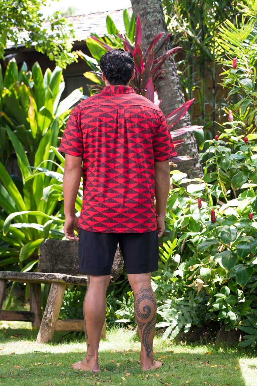 Male model wearing Golf Aloha Pullover in Chinese Red-Black Mauna Pattern - Back View