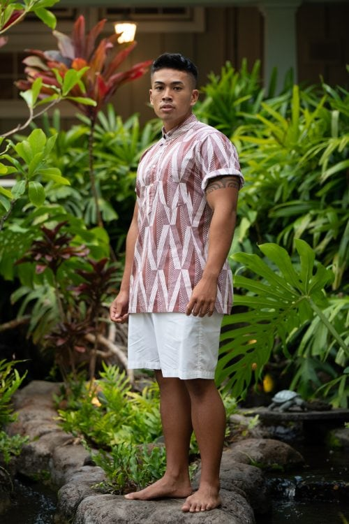 Male Model wearing Aloha Shirt Pullover in Fired Brick-White Kanaloa Pattern