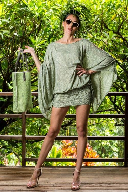 Model holding Kanake tote in Margarita Lily Pad Kupukupu pattern