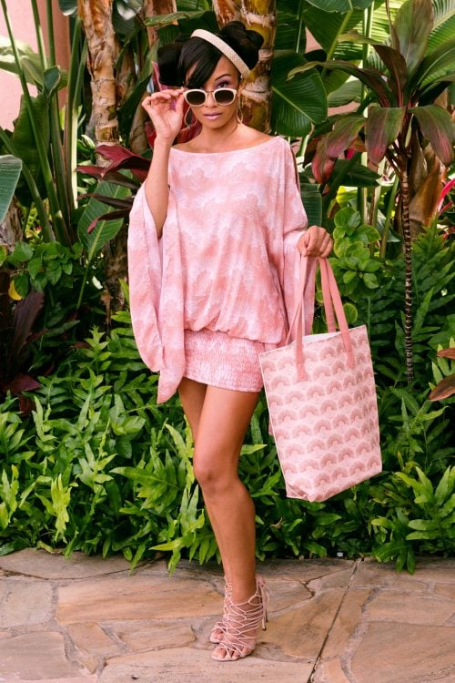 Female Model holding a Kanake Tote in a Kalihilehua Pattern and Lotus-Ash Rose Color