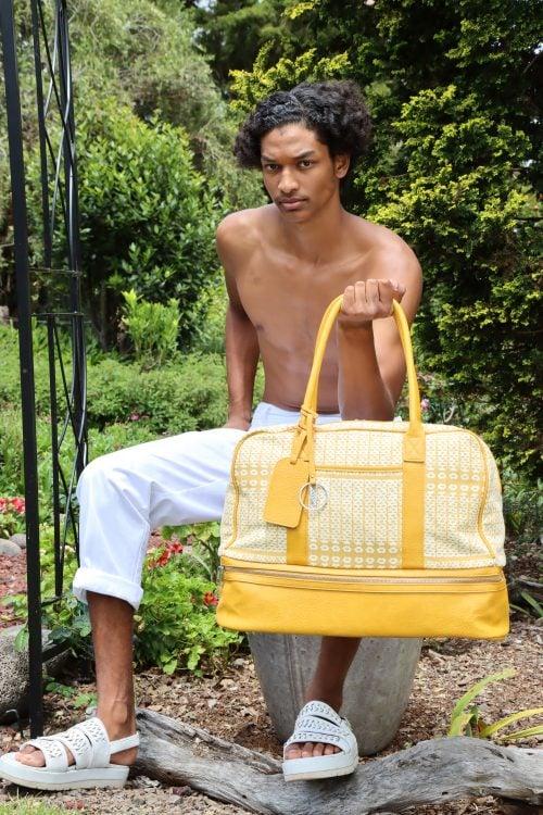 Male model holding Kaapuni Mokulele Weekender in Ako'Akoa'a Pattern in Rise Color