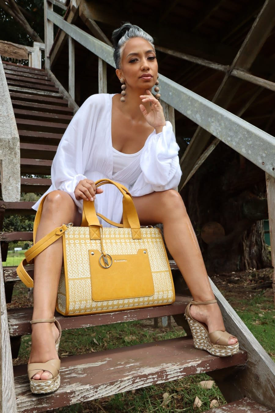 Female model holding Ulukou Shoulder Tote in Ako'Akoa'a Pattern in Rise Color