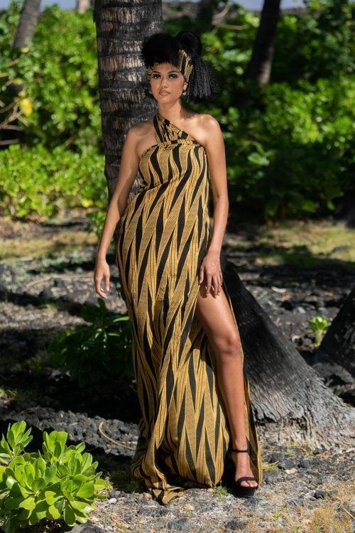 Female model wearing a pareo in Black Kialoa - Front View