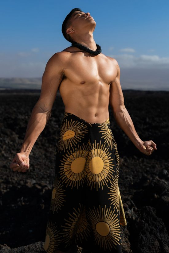 Male model wearing a pareo in Black Kanehoalani - Front View